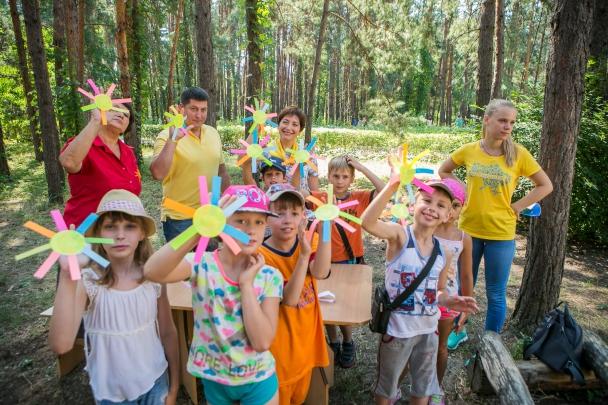 Гуманитарный штаб Рината Ахметова «Поможем» посетил детский лагерь отдыха в Святогорске